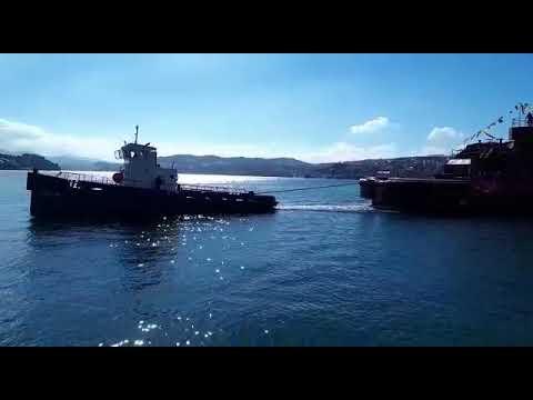 Botadura de un barco construido en los astilleros Gondán Figueras, de Castropol