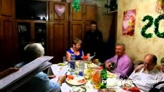 Песня переделка 2 прикольный подарок сюрприз на день рождения видео,(Другие подарки здесь http://prazdnik.korolevgg.com/category/podarki-2/ Прикольные поздравления тут http://51682.audiogreets.ru/ Поздравительн..., 2015-04-24T14:58:17.000Z)