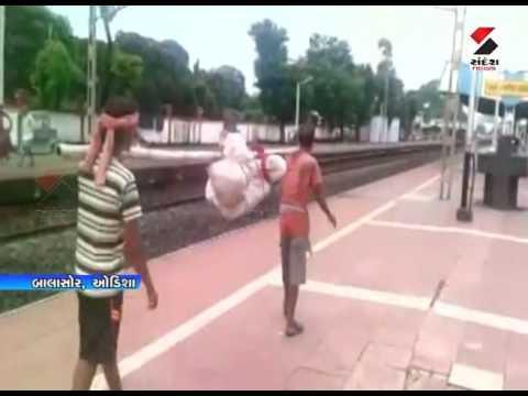 Odisha Woman's Body Broken At Hip, Slung On Bamboo Pole As There Was NoAmbulance    Sandesh News