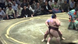20150520 大相撲夏場所11日目 稀勢の里vs徳勝龍.