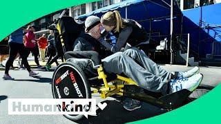 Runner pushes paralyzed boyfriend along marathon route