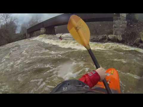 Scotstown à 200m3/s en kayak
