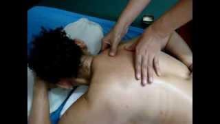Repeat youtube video สอนนวดไทยออยล์ แก้อาการปวดบ่า สะบัก Thai Royal massag (Thai oil style)