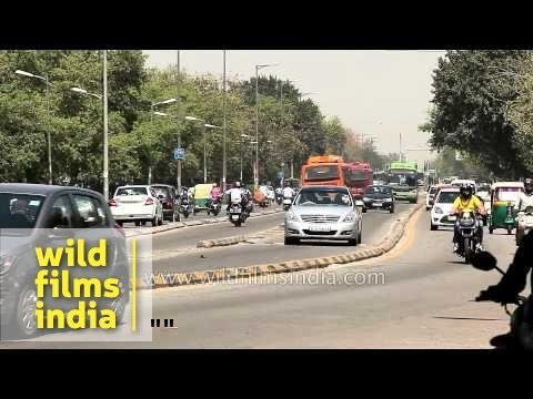 Nissan Teana accompanies CNG bus on BRT corridor in Delhi