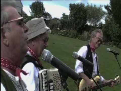The Wurzels  'Don't Look Back In Anger' OFFICIAL video!