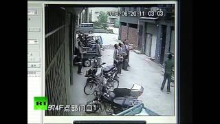 Прохожие поймали ребенка, выпавшего из окна 5 этажа
