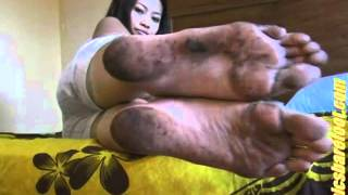 Asian Chick With Size 9 & 1⁄2