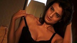 Unseen - Ameesha Patel's hot Telugu scene