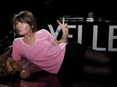 Клип Yelle - A Cause Des Garçons (RIOT IN BELGIUM REMIX)