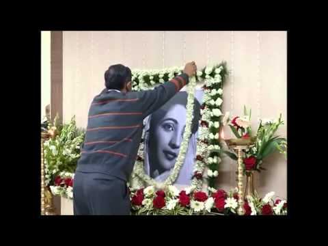 Chief Secretary paying last homage to Suchitra Sen