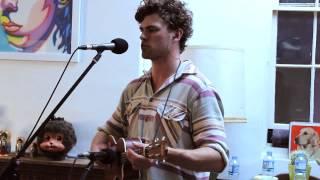 Repeat youtube video Vance Joy - Riptide (Live)