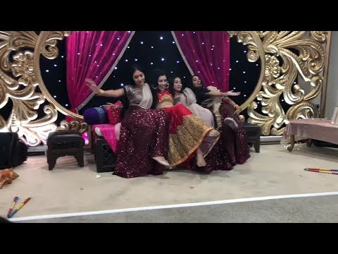 Mehndi Dance: Cheez Badi Manwa Lage No Life Without Wife Mahive