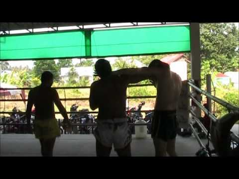 Pot teaching Clinch at Sinbi Muay Thai Camp