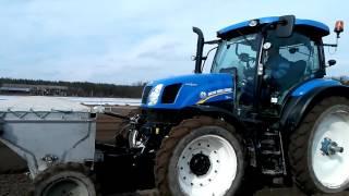 Autopilot Trimble s možností používat plazivé rychlosti pro pěstování zeleniny na traktoru NHT6.140