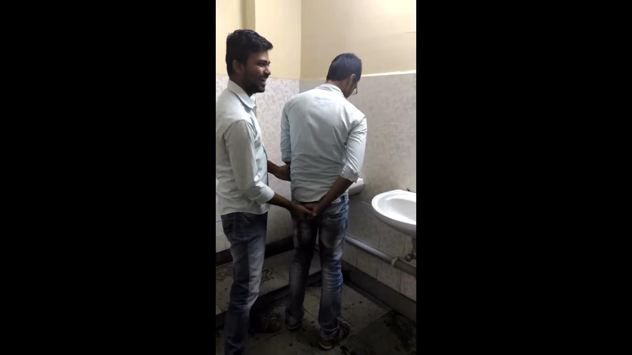 Gay in gents toilet - YouTube