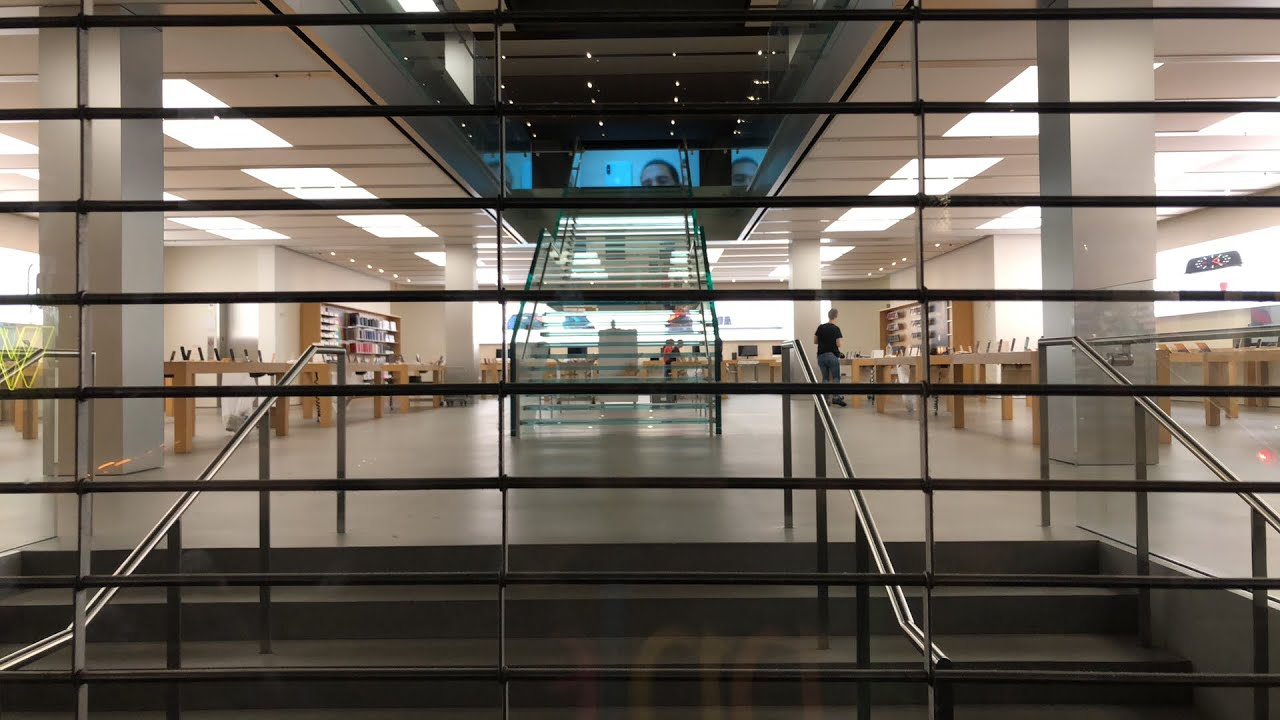 This store had Apple's iPhone X. There was no line