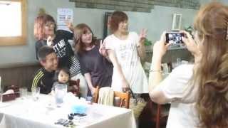 Япония. Фото сессия японок с актером Накао Акиоси