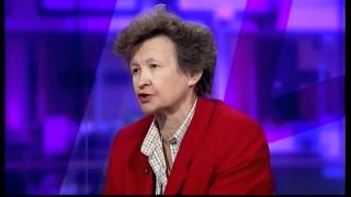 Dr Ros Altmann talks about pensions – Hot MILF with upskirt (Channel 4 News, 9.2.12)