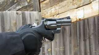 Colt Python en acción: el rey de los revólveres en la revista ARMAS INTERNACIONAL