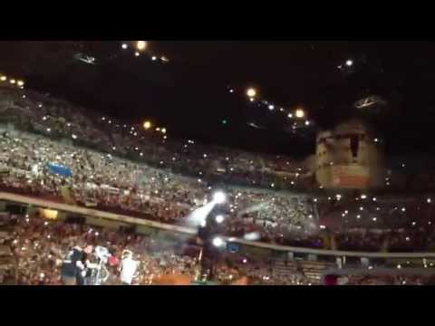One Direction - Directioner sings Half A Heart for surprise 1D and  Harry shhh and scream 29/6/14