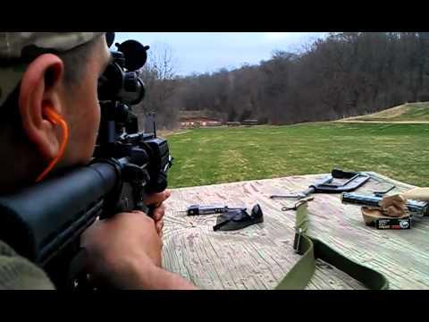 Disparando carabina M4