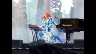 Tori Amos - Bouncing Off Clouds, Live at the Portland Zoo