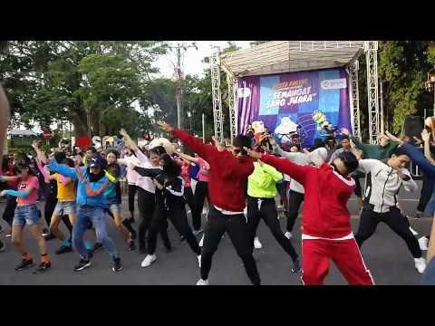Flashmob ~ Ayo Nonton | CFD Solo (15 Juli 2018) #DukungBersama #PestaRakyatSolo #AGDanceChallenge