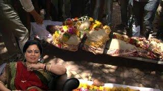 Reema Lagoo Salman khan bollywood  mom funeral रीमा लागू का हुआ निधनAamir Khan,Kajol, Rishi Kapoor thumbnail