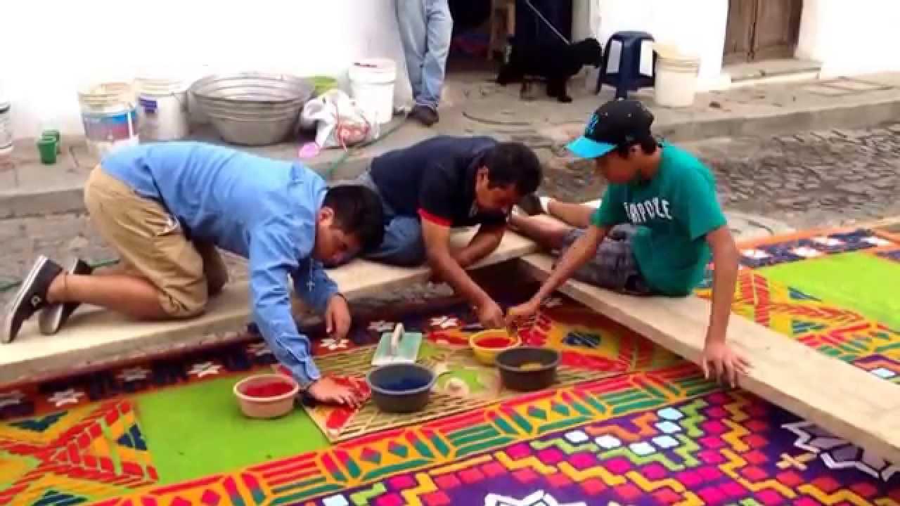 semana santa en antigua elaboraci n de alfombra de