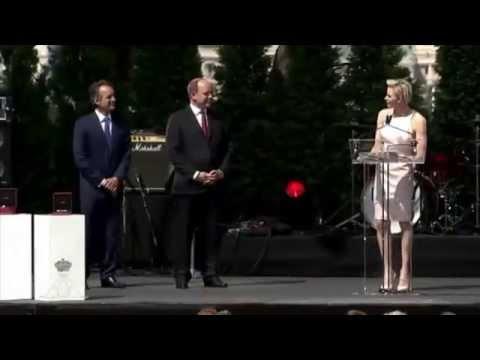 Monaco : Charlène déclare son amour à Albert en public et en français