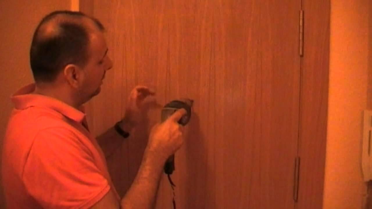 Como instalar una mirilla en la puerta de entrada youtube - Como barnizar una puerta ...