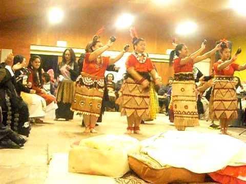 TONGA HOU GIRLS COCONUT DANCE