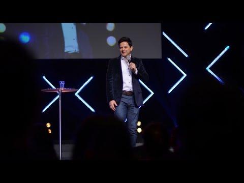 En tus luchas del pasado, Dios tiene armas para tu futuro  - Danilo Montero