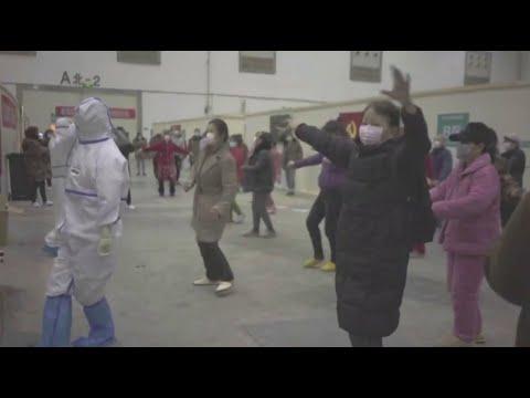 مصابون بفيروس كورونا يتحدون المرض بالرقص والغناء  - 17:01-2020 / 2 / 11