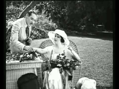 "GLORIA SWANSON (1919) & LYRIO PANICALI, ""Encantamento"""