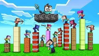 1000 FANS ATTACK MY SKY BASE in Minecraft!