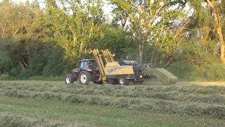 Segando, hilando,empacando y recogiendo alfalfa. K