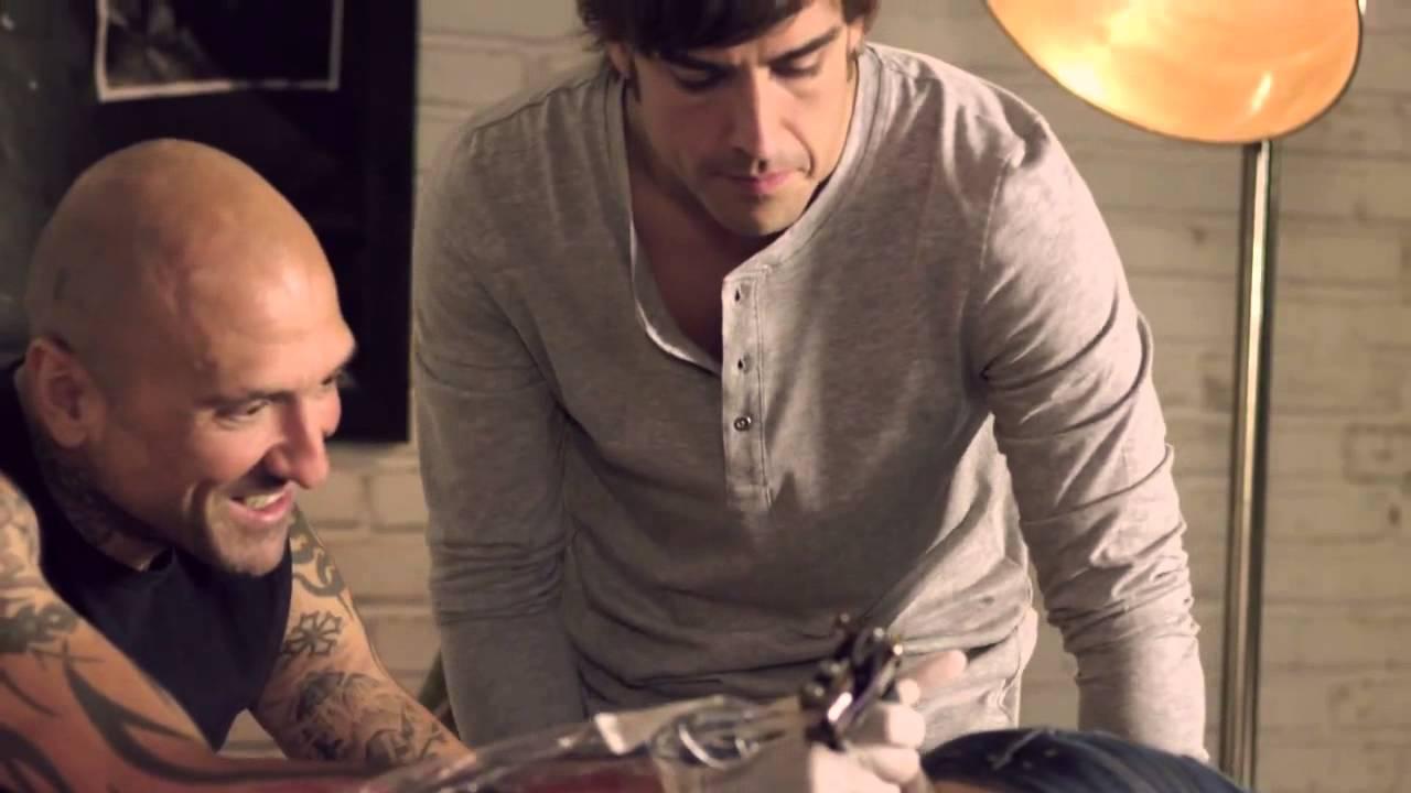 Tatuaje Fernando Alonso fernando alonso hace su primer tatuaje - youtube