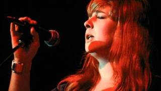 Sandy Denny - Walking The Floor Over You