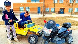 Heidi y Zidane y su auto   Una Aventura de Policía 🚓