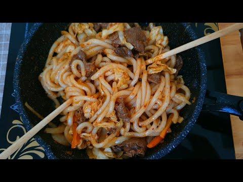 MÌ UDON XÀO THỊT BÒ KIỂU NHẬT - Stir-fried udon noodles.