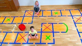 Дети играют в ГИГАНТСКУЮ ИГРУ! Кто выиграл ПРИЗ?
