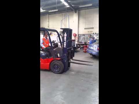HELI 2.5T forklift with KUBOTA V2403 diesel engine
