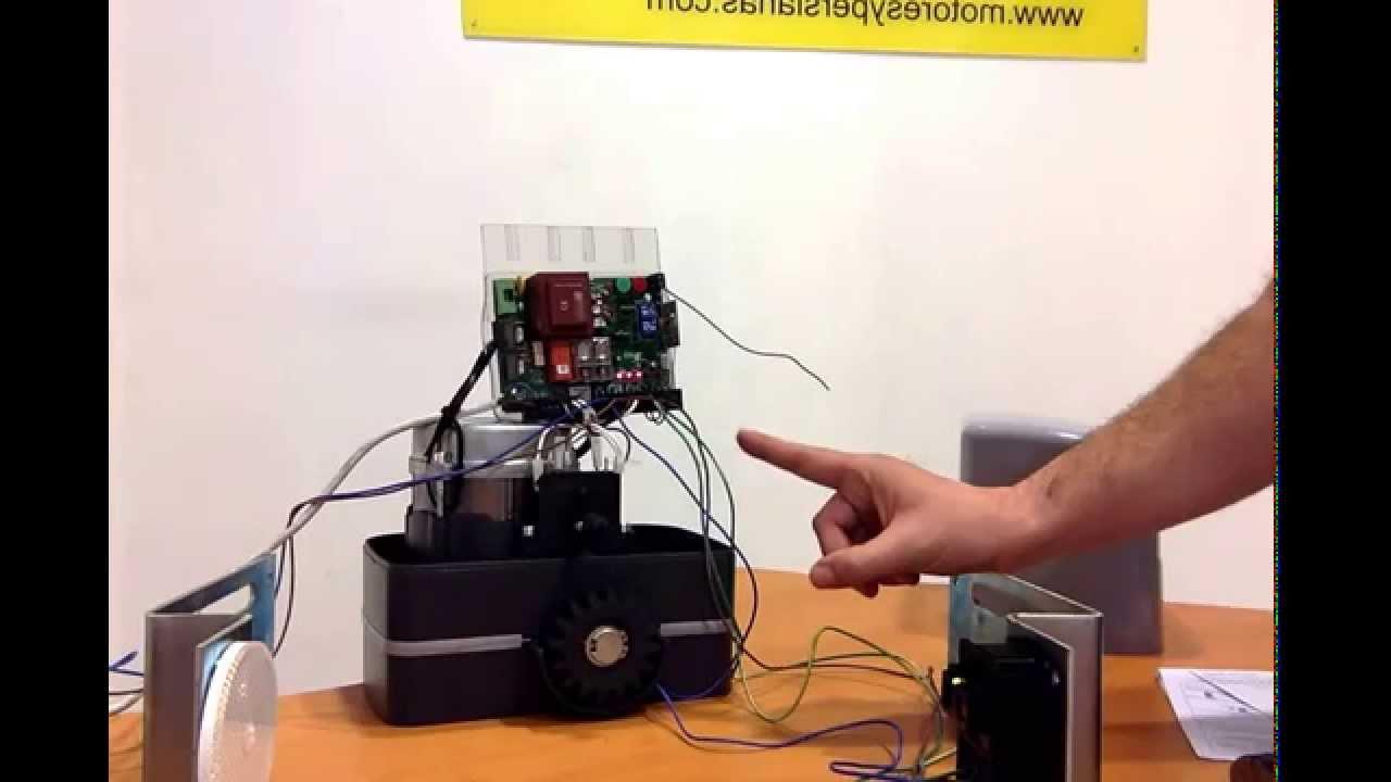 Fotocelulas de espejo para motores de puerta youtube for Espejo 8 aumentos