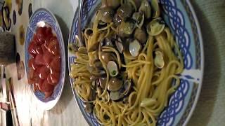 Italia. Поездка на рыбный рынок в Неаполь. Готовим обед дома. Спагетти с мидиями- вонголи
