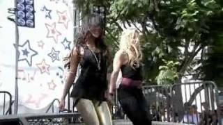 Vanessa Hudgens-Hook It Up-Concert (HQ)