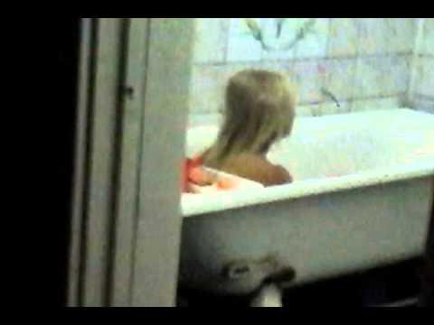 Скрытая камера домашнее видео ванной извиняюсь