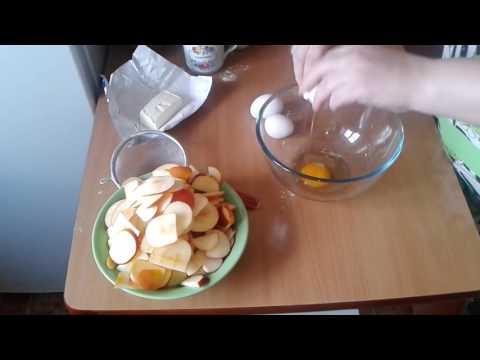 Шарлотка с яблоками без