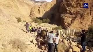 إنقاذ سياح ومواطنين حاصرتهم المياه ونفي انهيار جسر زرقاء ماعين (16/11/2019)