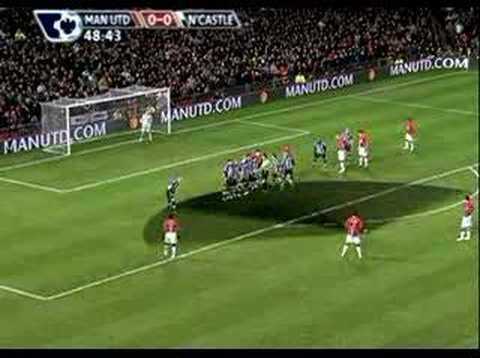Cristiano Ronaldo estréia sua nova chuteira - YouTube 6cdae75ac365b